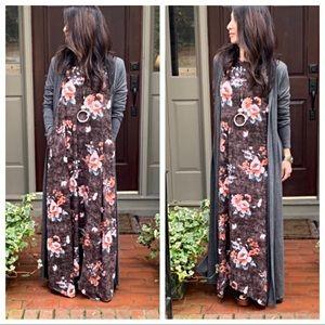 Dresses & Skirts - Gorgeous print side pockets loose fit maxi dress